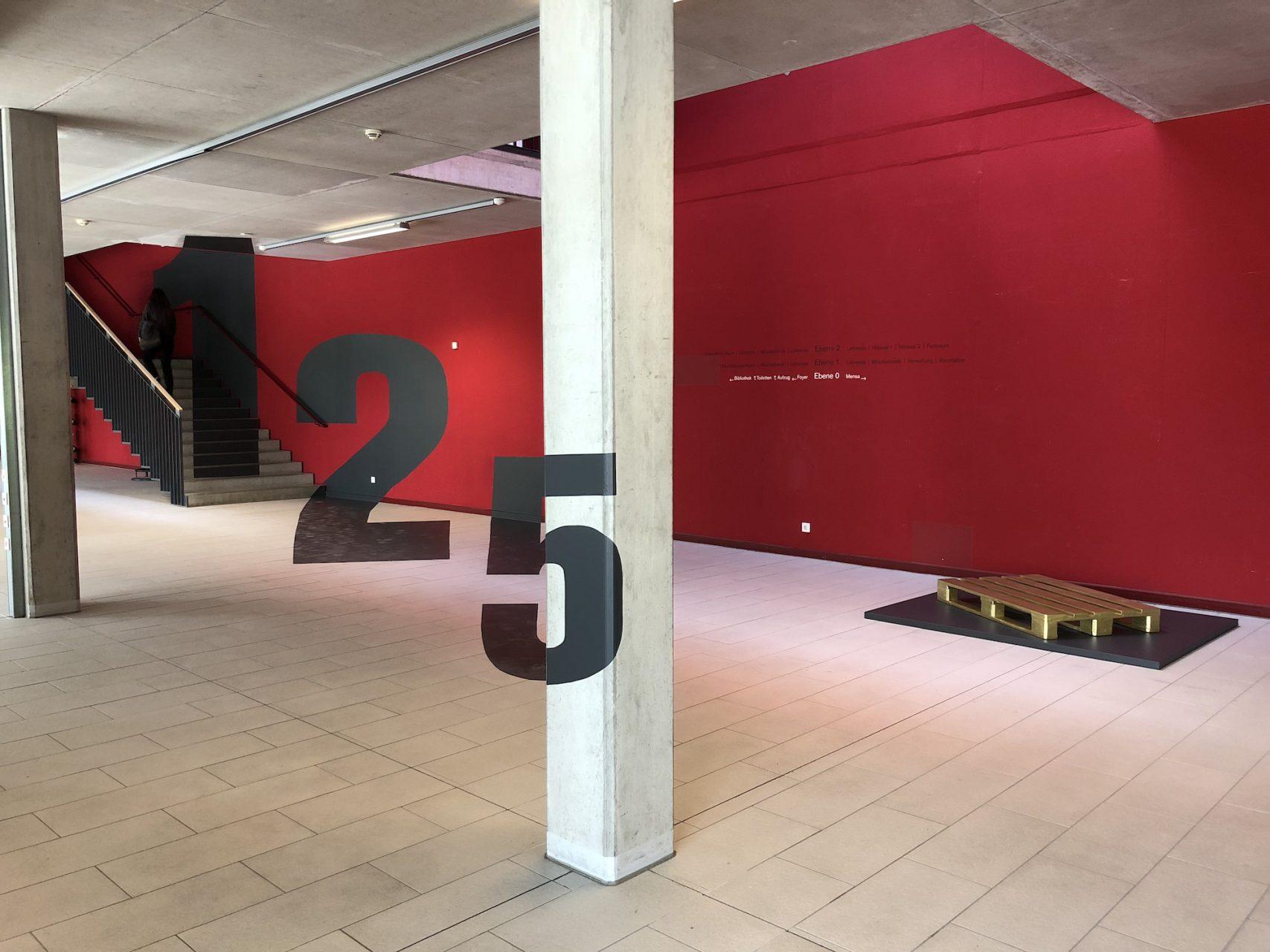 Die 125er Anamorphose im Riegel begrüßte Gäste und verabschiedete sie mit neuen Perspektiven.